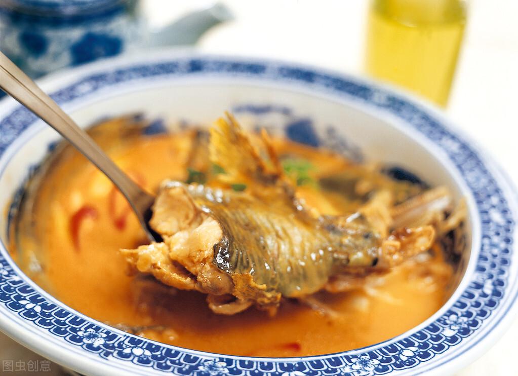 炖鱼的时候,多做一步骤,鱼刺又酥又脆,再也不用担心卡喉咙了 美食做法 第1张