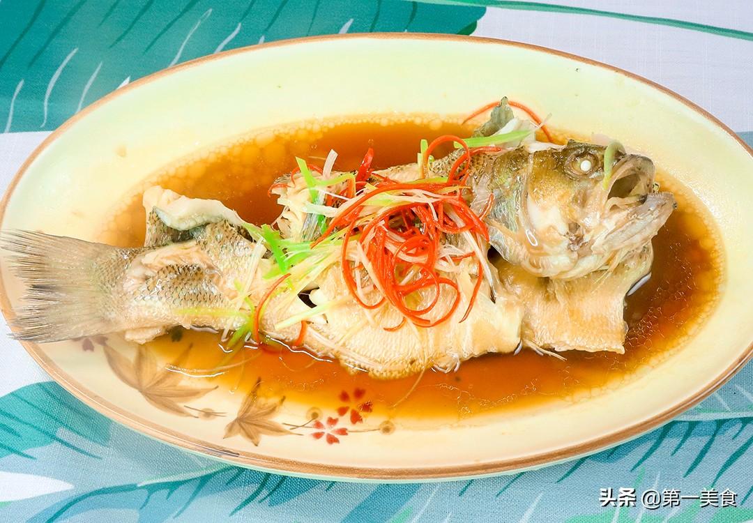饭店的清蒸鲈鱼为啥好吃又不腥?原来去腥有技巧 厨师长教如何做