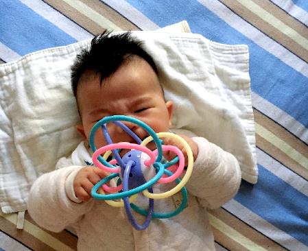 """1-6个月宝宝的育儿难点,记住6个""""关键词"""",附详细养护建议"""