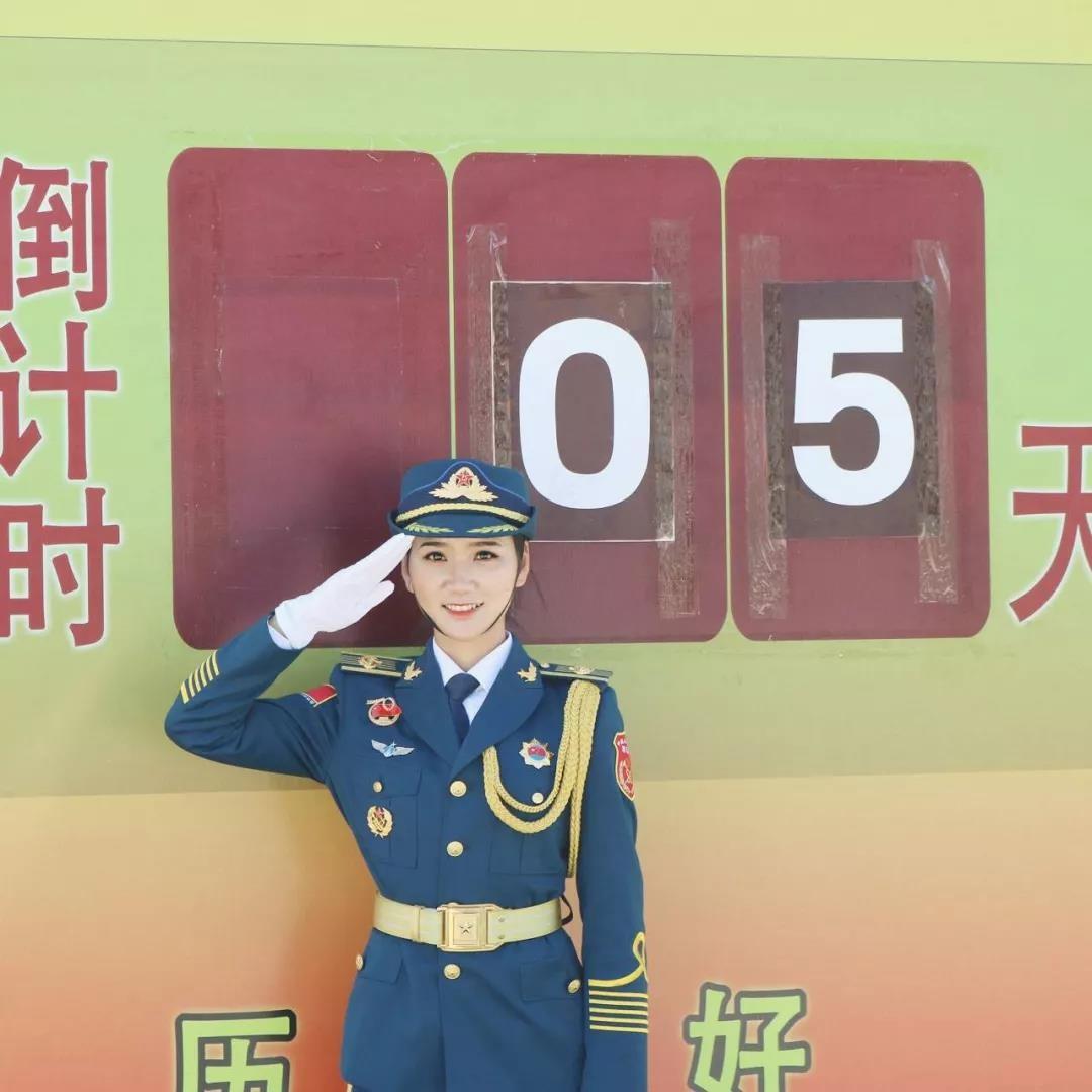 湖北美女神枪手:考入名校后参军,在部队获评优秀,还曾参加国庆70周年阅兵