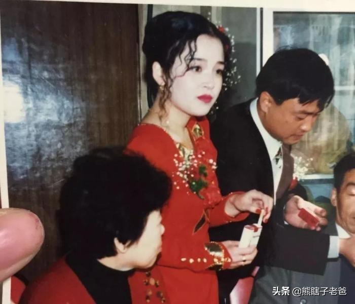 40岁宝妈穿上女儿的校服,毫无违和感,丈夫慌了:老婆要保不住了
