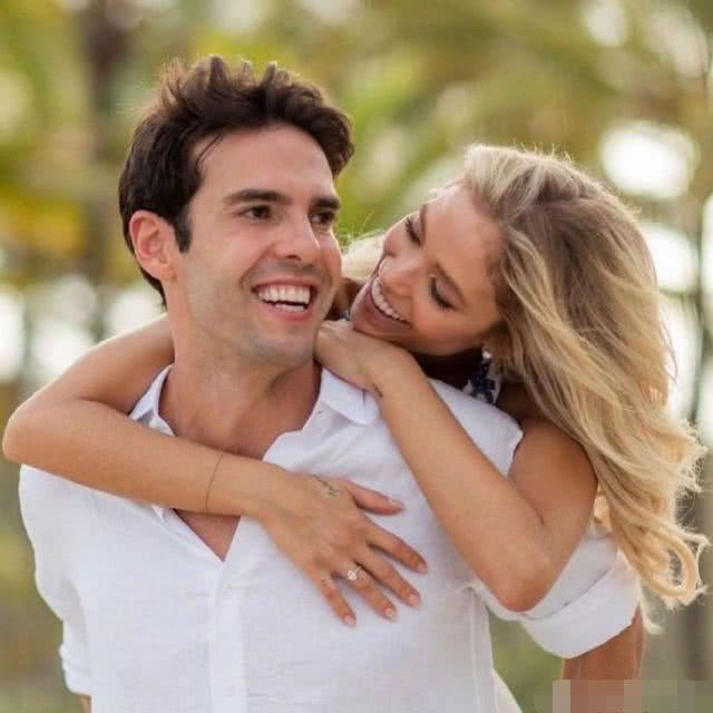 球星卡卡嫩模女友怀孕,去年底领证结婚,将生下男方第三个孩子