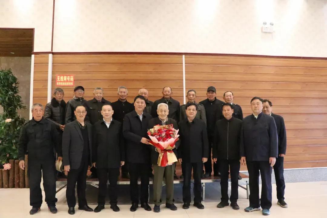 """老兵聚首忆当年峥嵘岁月响水县退役军人事务局接待""""老团长""""一行"""