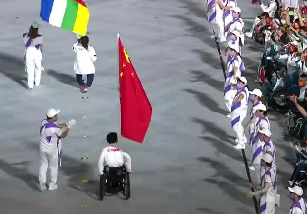 残奥会闭幕式巴黎手臂舞绝了,中国代表团获盛赞