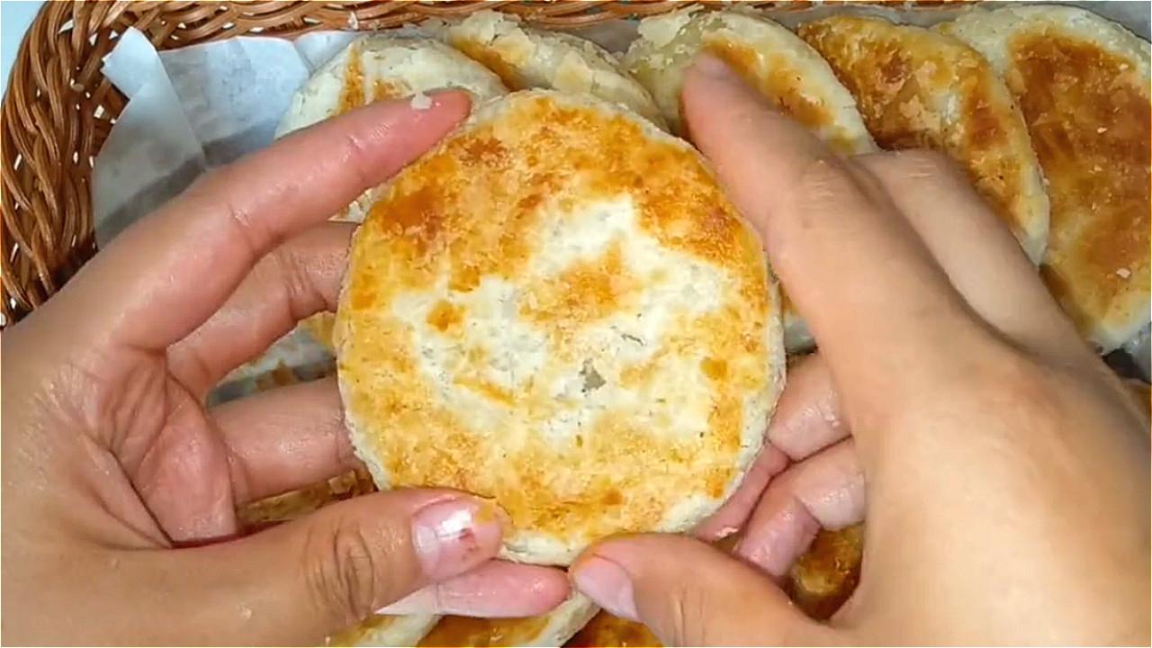 椒盐饼吃着太香了,无技巧难度教你在家做,一卷一捏,外酥里香 美食做法 第2张