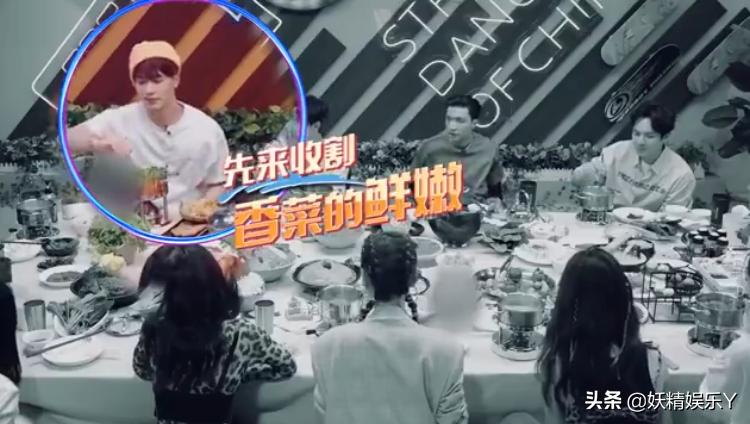 王一博看着王嘉尔夹走香菜,馋到不停咽口水!粉丝:下次一人一盆