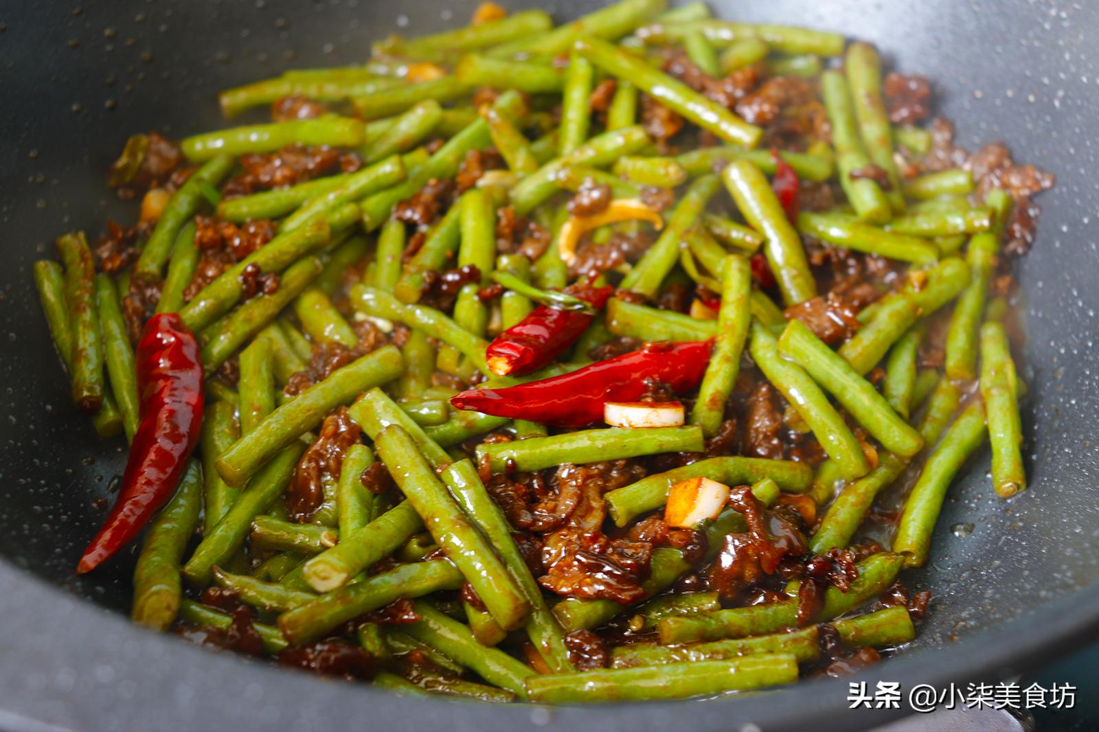炒豆角时,切记不要直接下锅炒,多加2步,鲜嫩入味,营养又下饭 美食做法 第12张