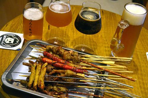 爱喝啤酒的男人,知道黑啤、黄啤、生啤有何区别吗?很多人喝错了