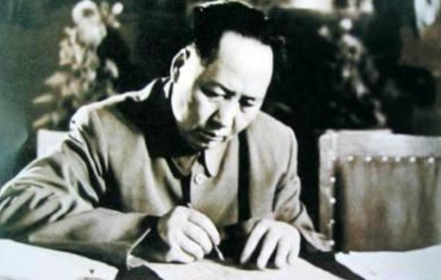 华侨陈嘉庚冒险回国,毛泽东两菜一汤招待他,不久他捐来大批物资