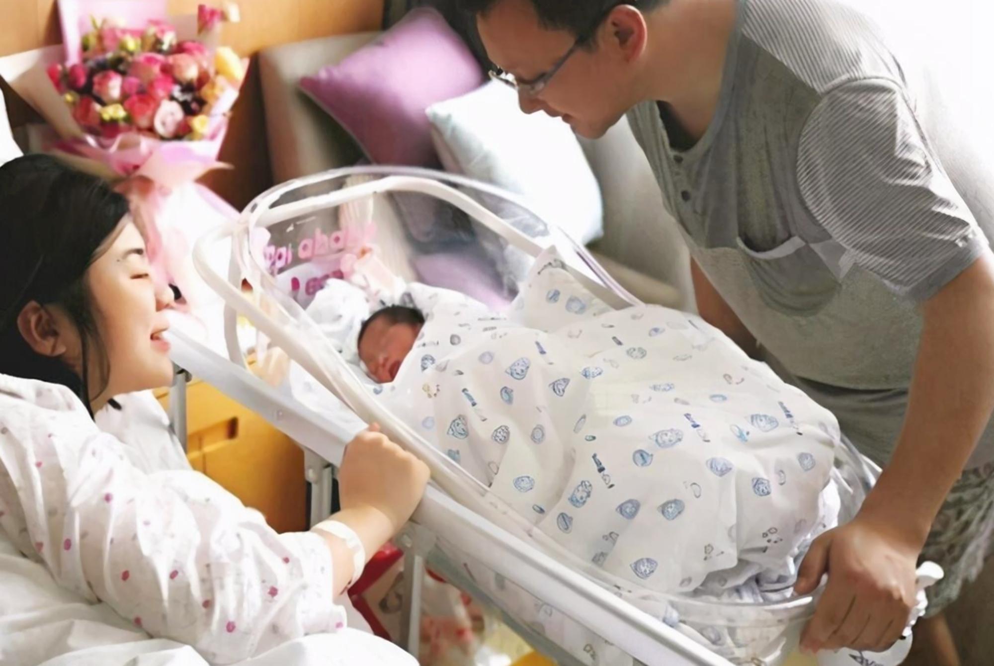 """新生儿出生后,为啥要报体重?这几斤几两里,暗含宝宝的""""秘密"""""""