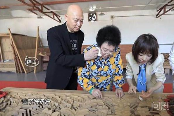 """68岁迟重瑞和80岁妻子同露面,结婚31年仍称呼""""董事长"""""""