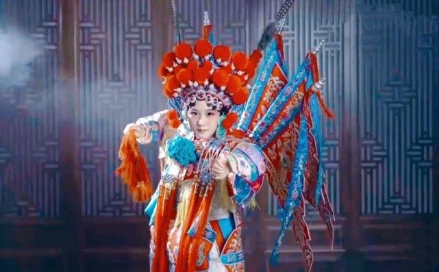 陆毅女儿再以京剧扮相出镜,贝儿造型超亮眼,举手投足尽显专业范