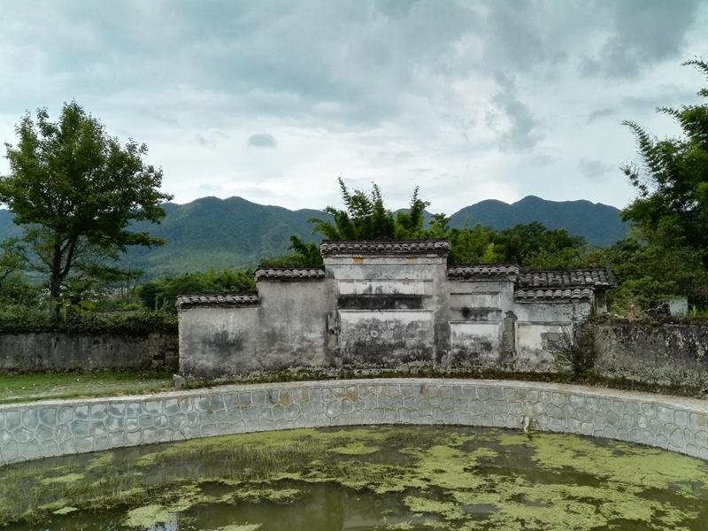 兴国三僚的村落布局、建筑构造所蕴含的风水文化吸收了《易经》的元素