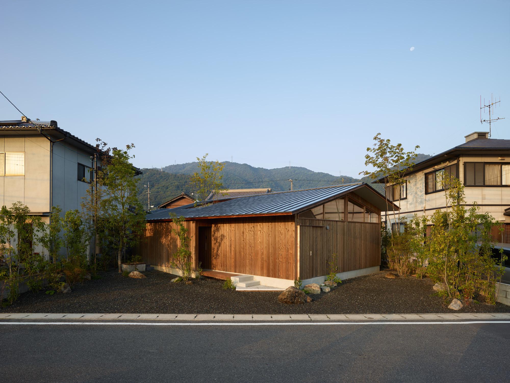 为了造庭院,她家98㎡房斜着盖,还在屋内掏洞,禅意氛围太美了