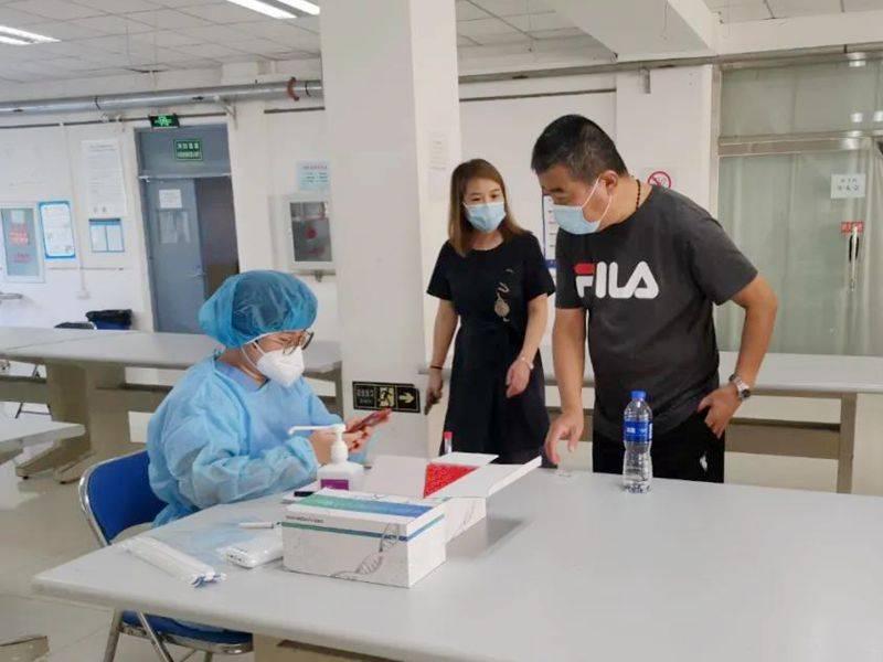 天津滨海:助力秋季开学季 核酸采样走进大学校园