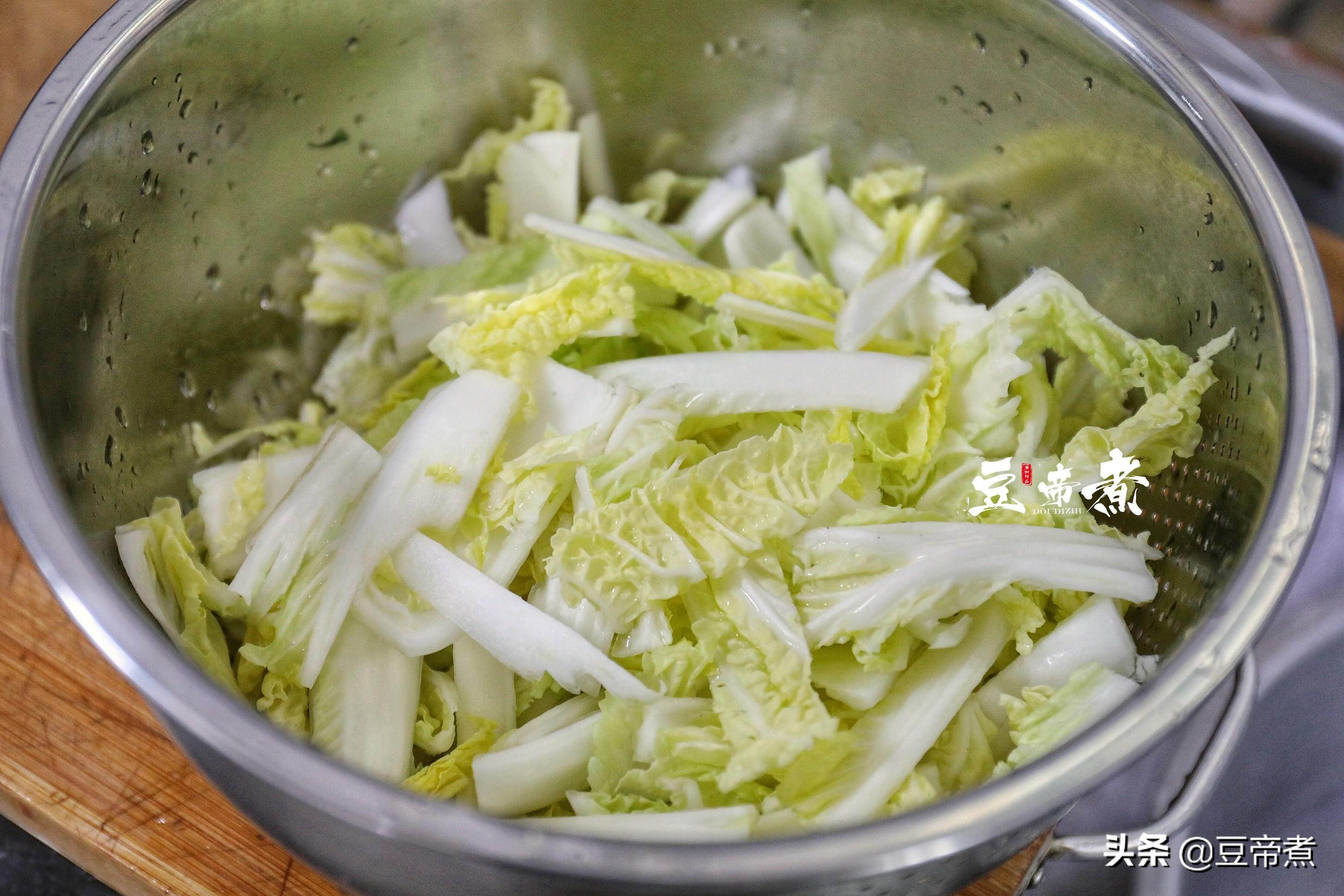 吃百菜不如吃白菜,白菜又以此菜為最好,簡單搭配水煮味道極好