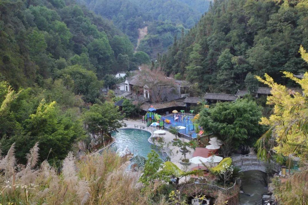 如果让我选一座城养老,我会选择去云南,这几个地方都很推荐