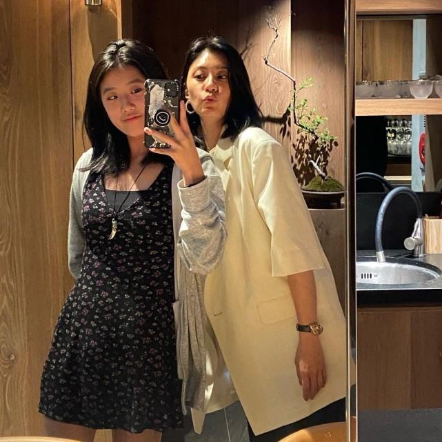 賈靜雯與長女開心合影似姐妹,15歲梧桐妹變美少女,身材超標致