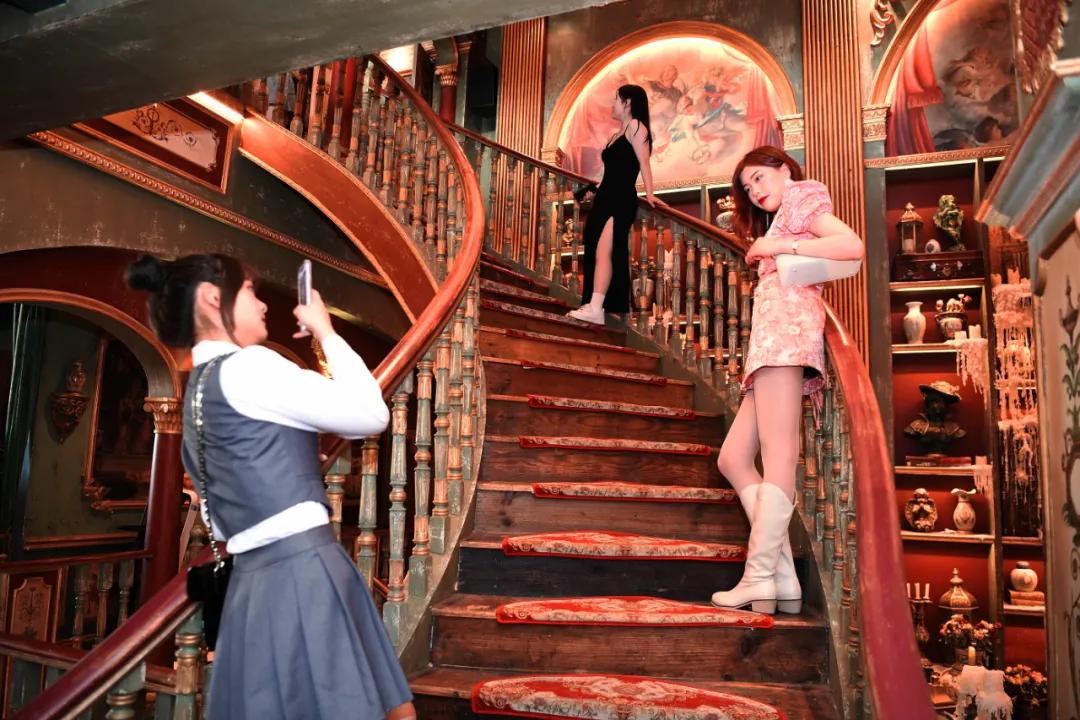明星网红私藏宝藏级打卡地被曝光,五一数万游客蜂拥探秘老欧洲