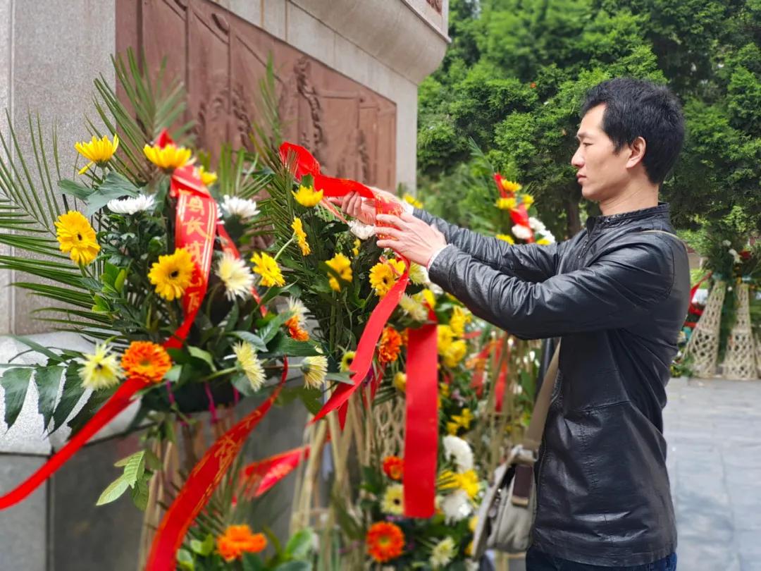中牟县长城志愿者服务队举行清明祭英烈活动