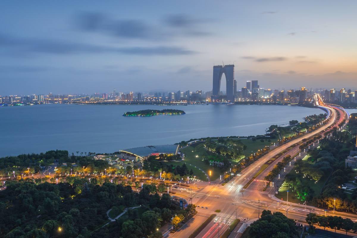我国十六座GDP超一万亿元城市中,深圳、无锡和苏州的人均GDP最高
