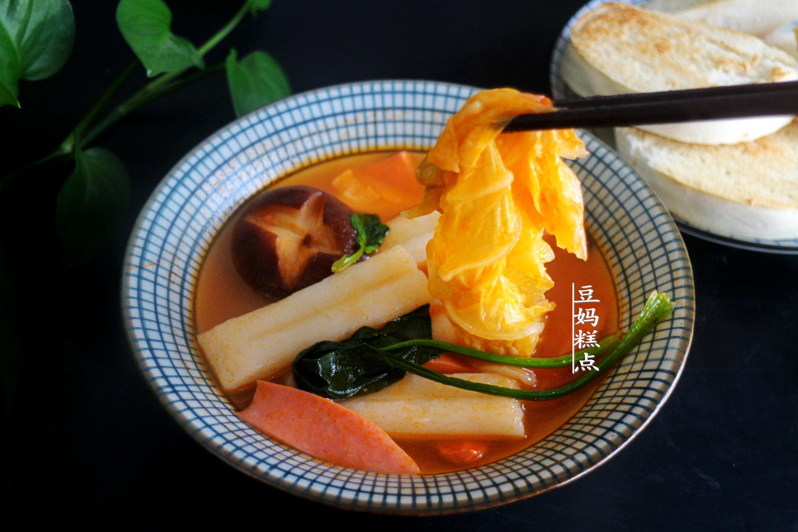 天冷了,用西紅柿煮蔬菜濃湯,酸香開胃,兒子每次2大碗