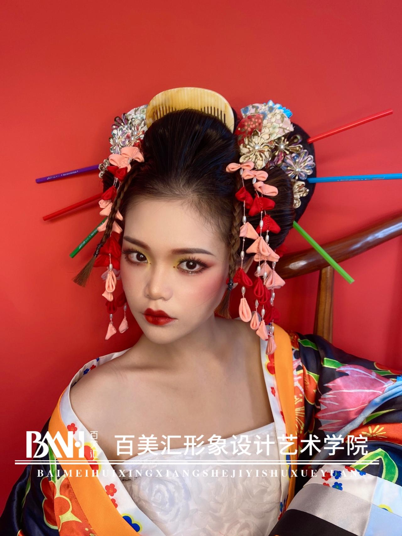 妆容系列丨中国风VS日本艺伎妆,到底谁更胜一筹?