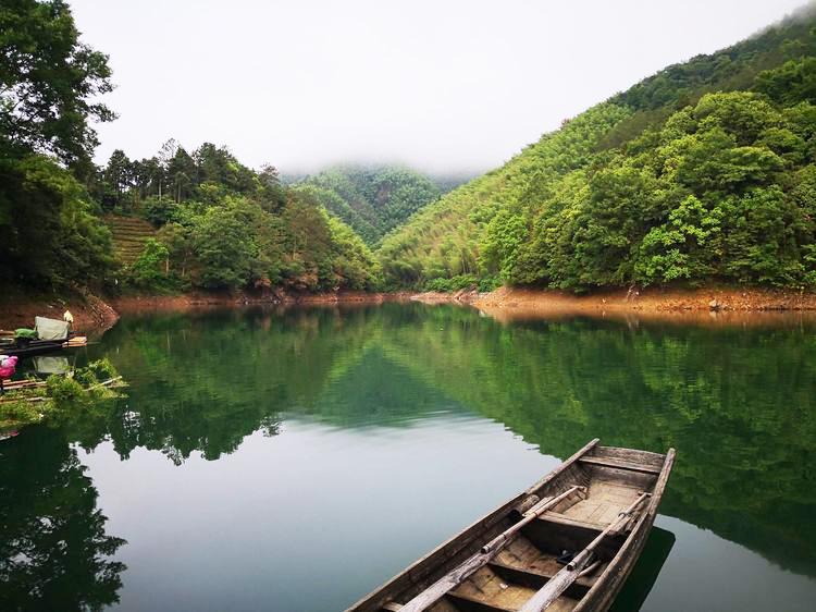 """安徽大山里发现一""""世外桃源"""",至今不通公路,只有坐船才能到达"""