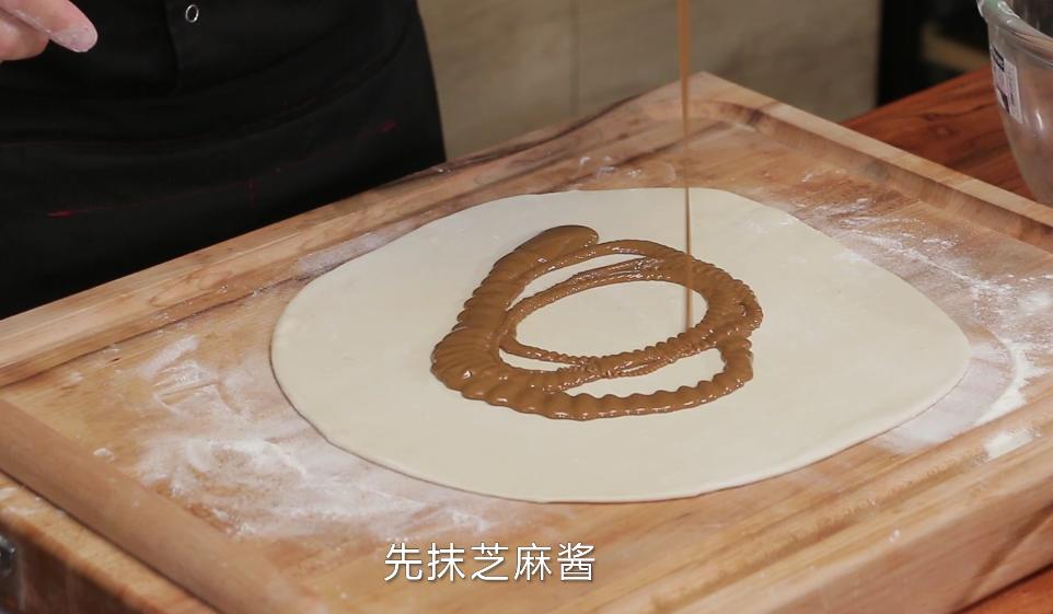 老北京芝麻酱糖饼,酥脆香甜我有妙招,配方精准到克快试试吧! 亨饪技巧 第4张