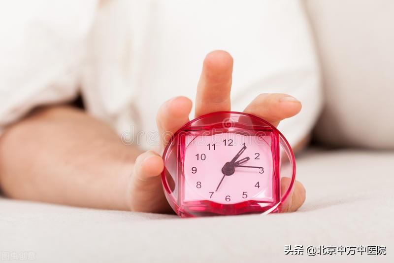 """早上起床四个""""不宜立即"""",学会了,健康生活每一天"""