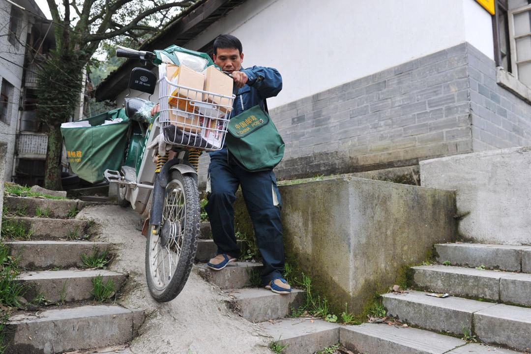 高考通知书开始送达!中国邮政提速后,迎来第一场大考