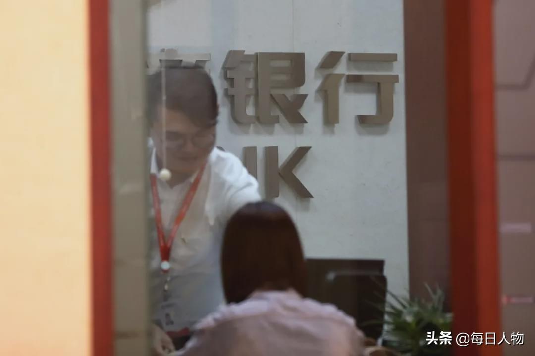 """年轻人正在逃离银行:这里是""""内卷""""最严重的战场"""