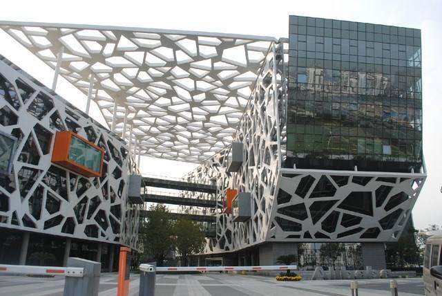 【铝板系列第1篇】雕花铝单板,已穿梭在工装界,点缀装饰美