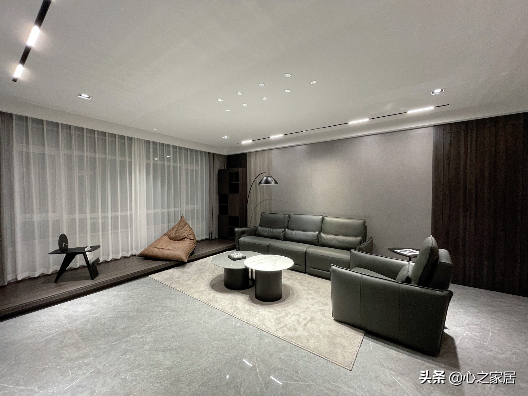 家装设计选择深色系,一点都不会感觉压抑昏暗,低调气质高调的美