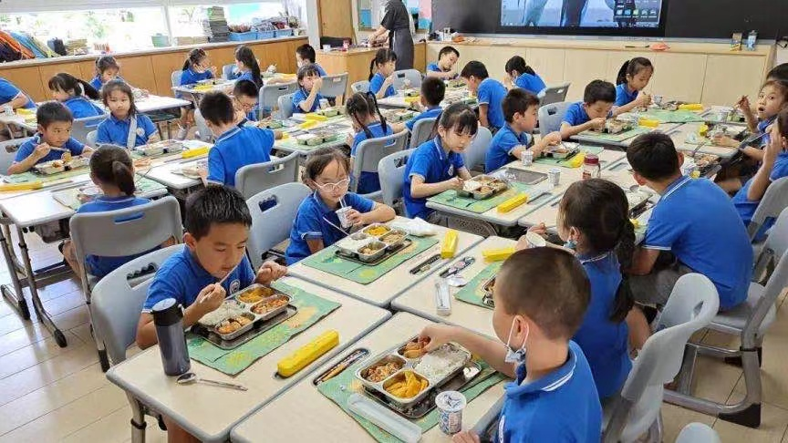 """学生如何吃营养健康的饭菜?深圳推出保护儿童""""饭碗""""计划"""