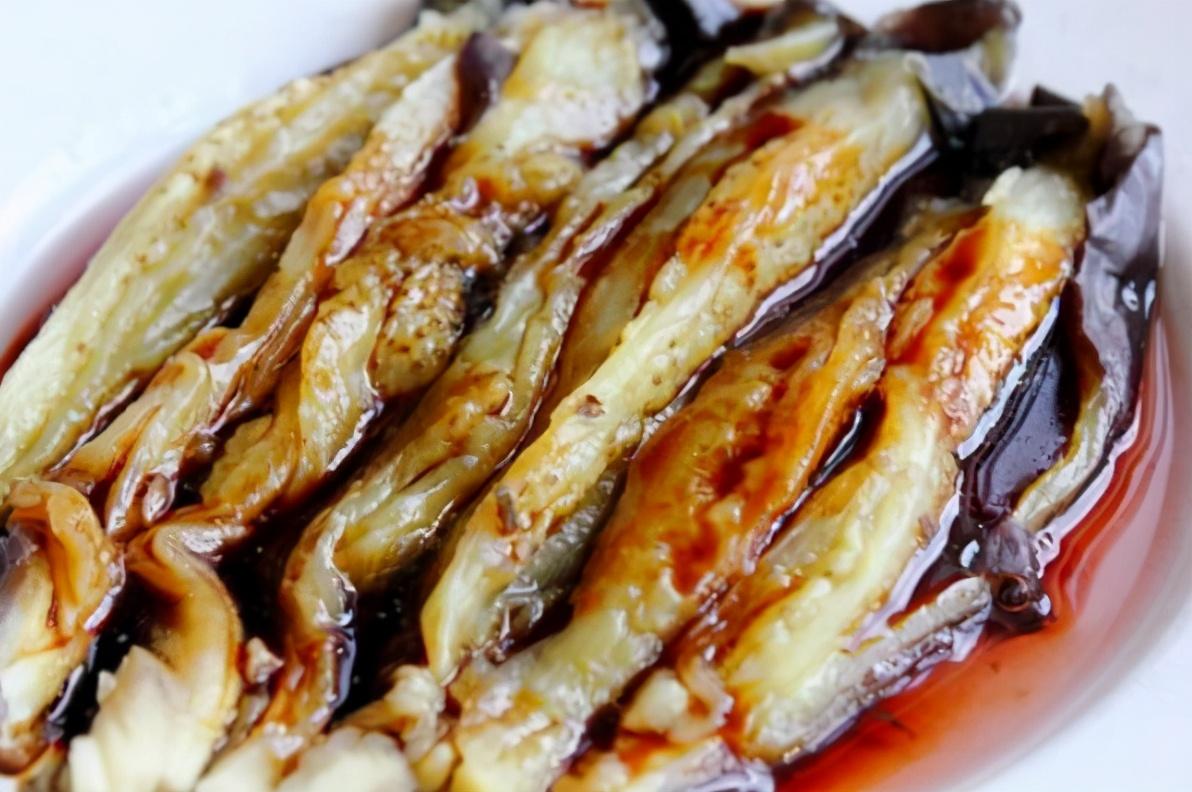 蒸茄子,直接蒸是错的,多做1步,皮紫瓤白不发黑,让人食欲大增 美食做法 第4张