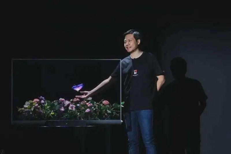 小米发布全球首款量产透明电视,售价49999元-第1张图片-IT新视野
