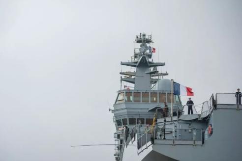 """海南舰为何被称为国产""""小航母""""?舰载飞机30架"""