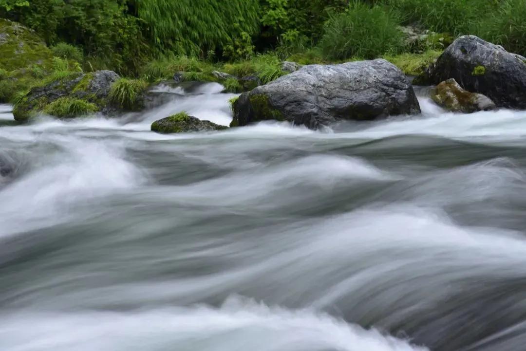 如何拍摄出丝状的流水照片?你需要掌握好这几个技巧
