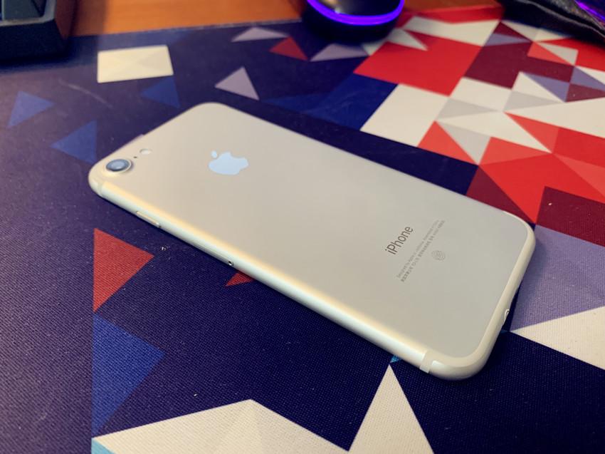 小屏手机还能买什么?两千多元的iPhone 7手机开箱感受