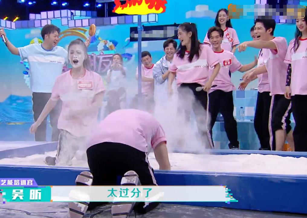 想红想疯了?赵丽颖公司艺人《快本》推同伴落水,没品行为遭吐槽
