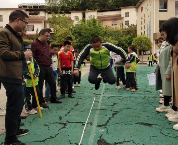 运动的脚步 绽放的笑容——南充市嘉陵区凤垭小学举行师生春季运动会