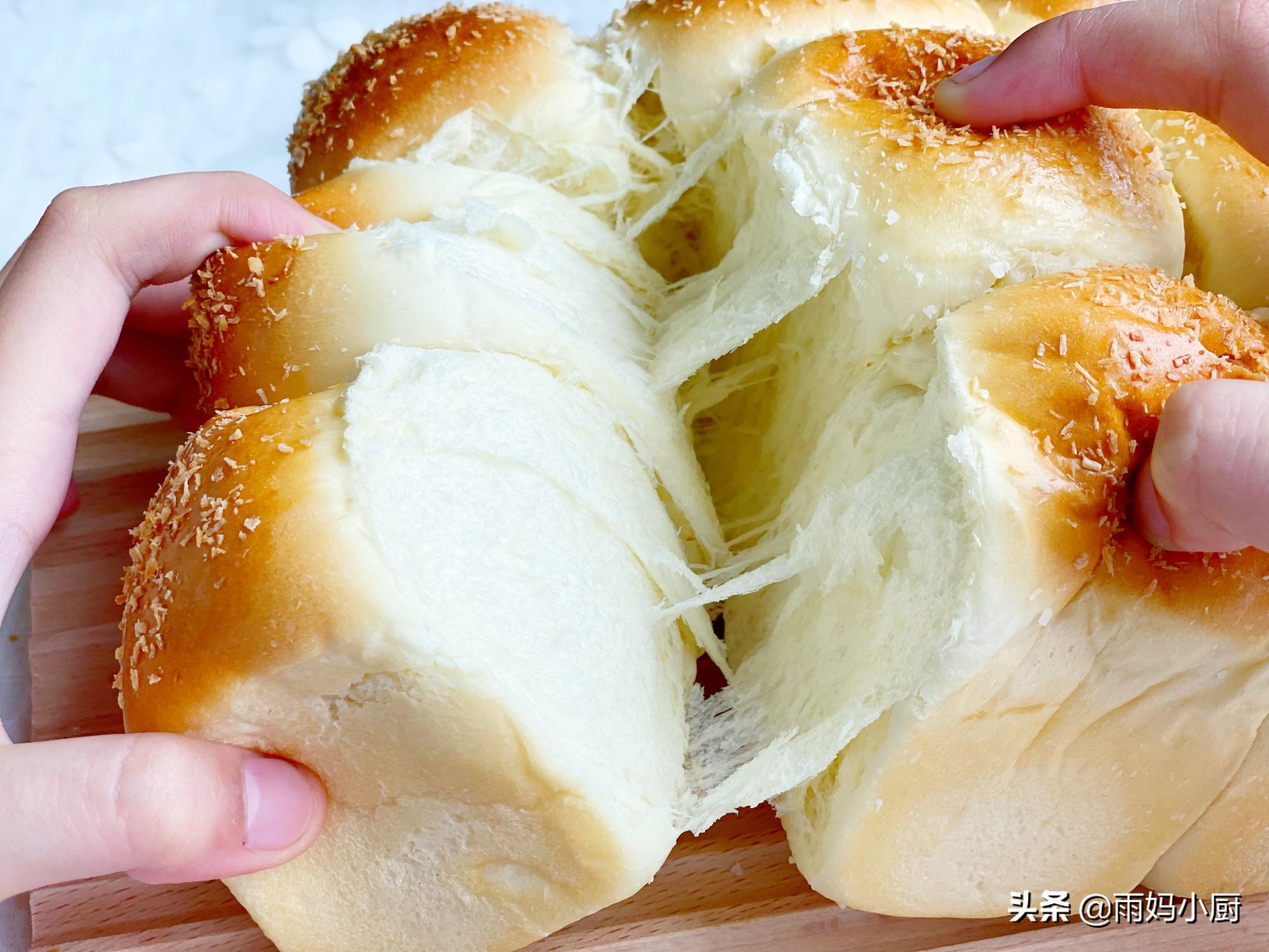 1次发酵无需整形,椰香浓郁的小餐包,在家做简单松软又拉丝