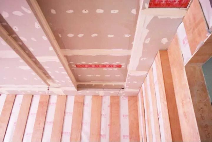 吊顶批刮腻子的施工方法