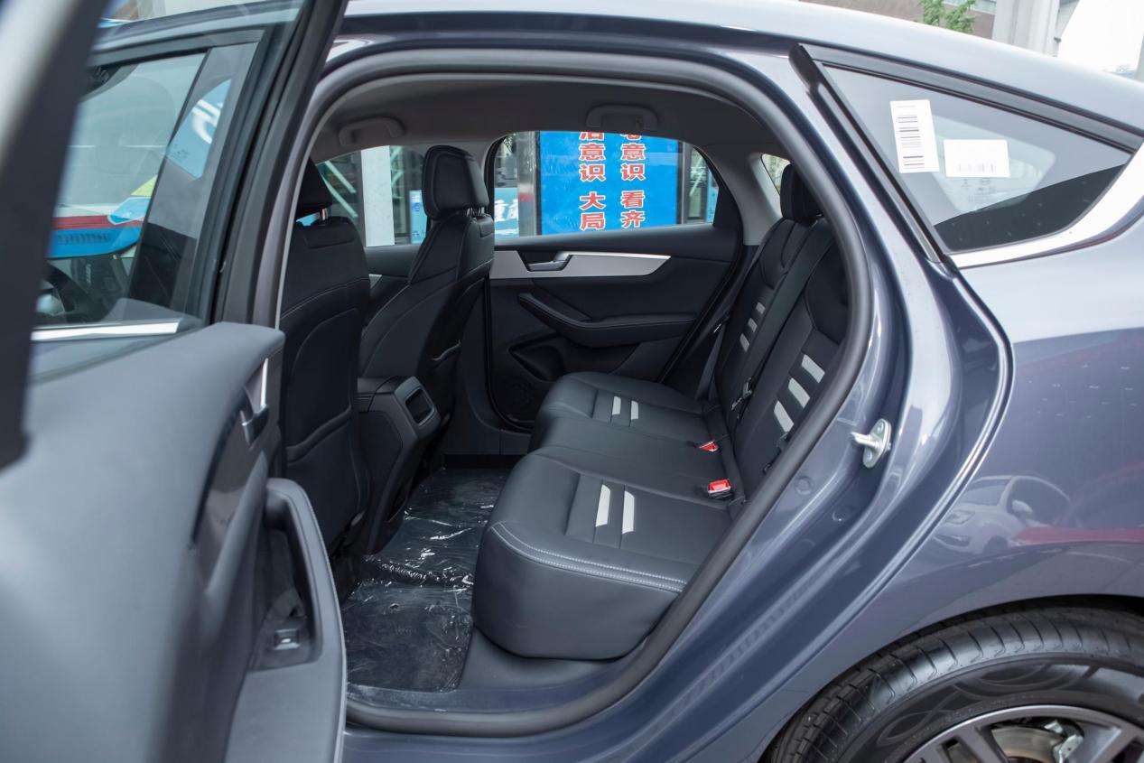 比亚迪打造的家用车,秦PRO坐拥160马力不足8万,油耗6L