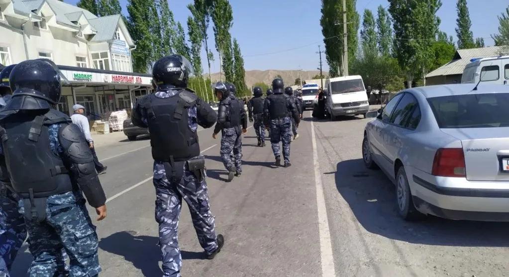 因为安装摄像头,中国邻国在边境发生武装冲突,迫击炮都上场了