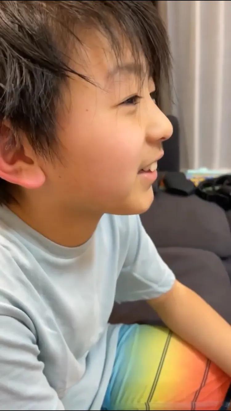 張柏芝曬兒子近況,10歲小Q愈發陽光帥氣,母子互動有愛