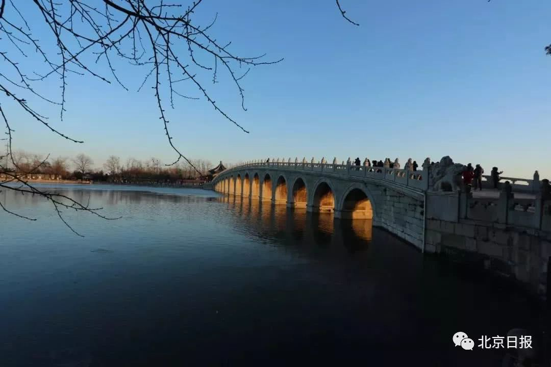 """颐和园十七孔桥重现""""金光穿洞"""",看的太投放,手套掉湖里……"""