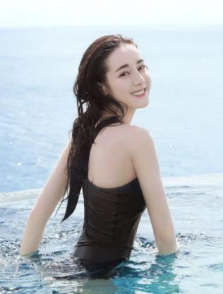 """迪丽热巴""""罕见""""夏日游泳装照,网友:原来隐藏的这么深"""