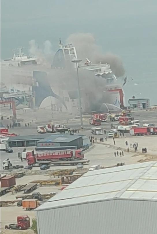 山东威海客滚船爆燃事故原因初步判定:船上货车所载硅泥自燃引发